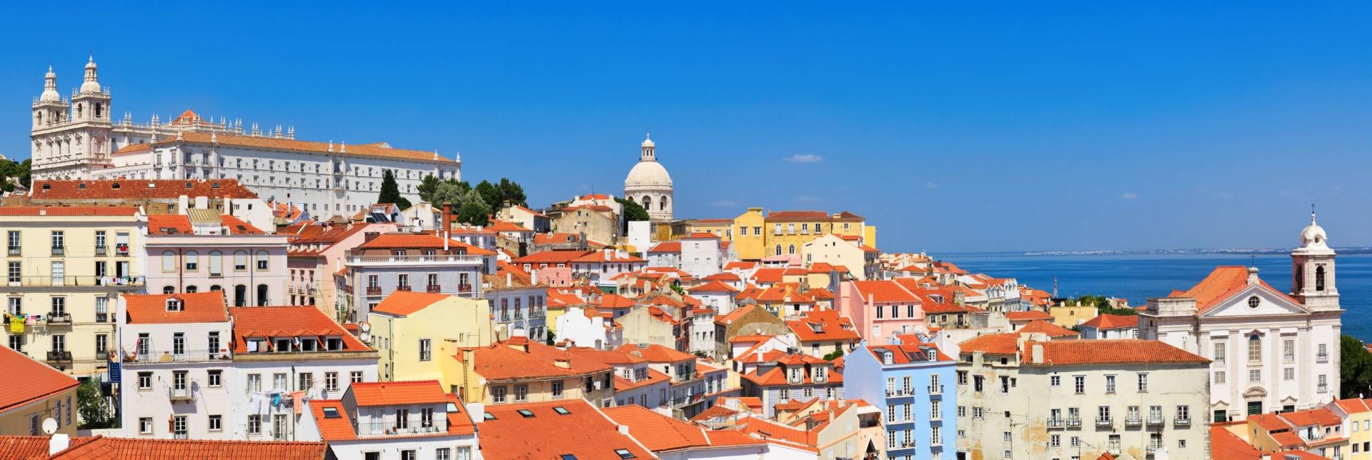 Vue sur les hauteurs du quartier d'Alfama à Lisbonne
