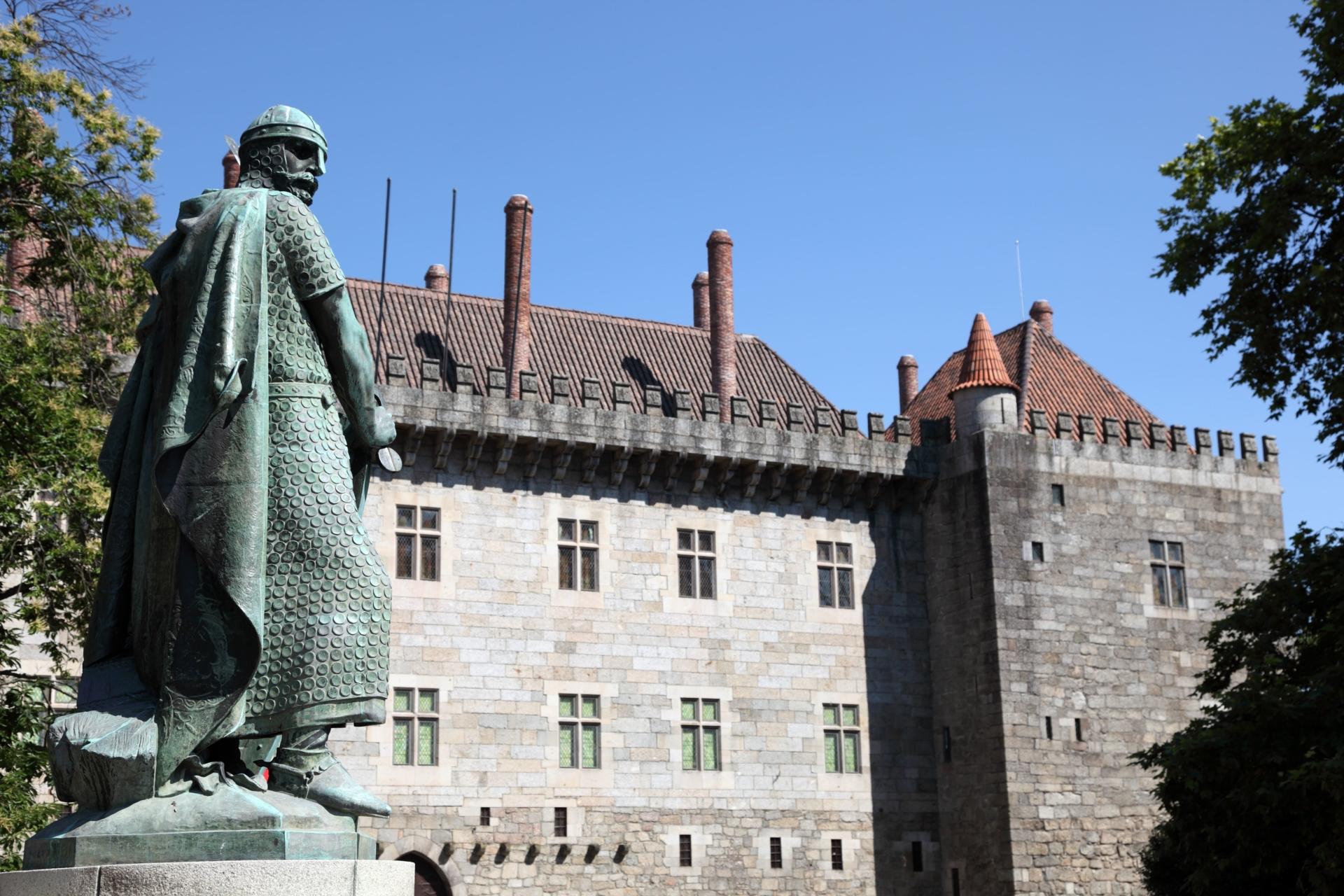 Statue d'Afonso Henriques, premier roi du Portugal